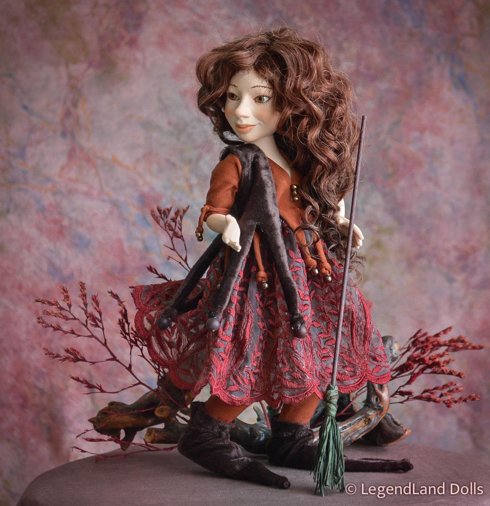 Boszorkány figura - Johanna a bájitalkeverő | LegendLand Dolls