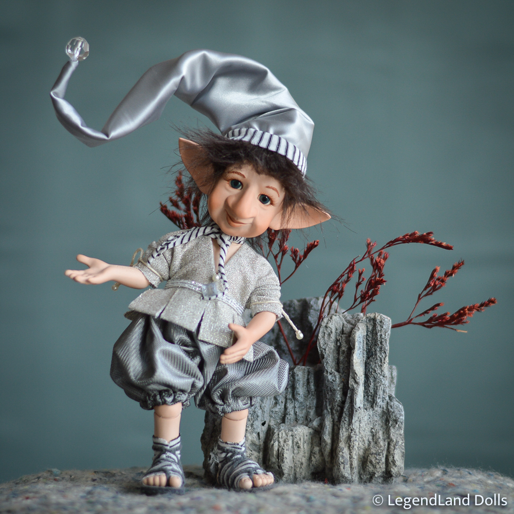 Manó figura: Izidor a holdfény őrzője | LegendLand Dolls