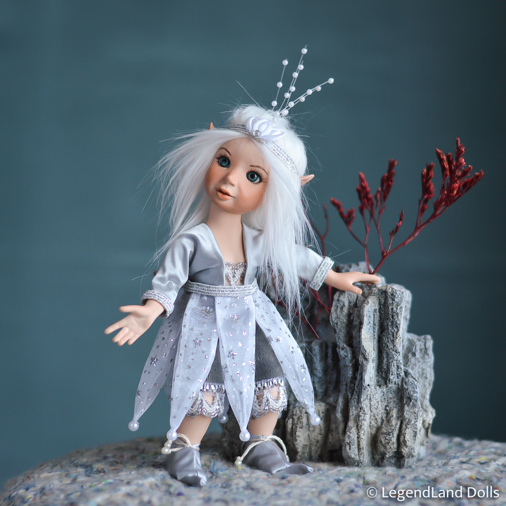 Elf figura: Helmi - csillagász elf | LegendLand Dolls
