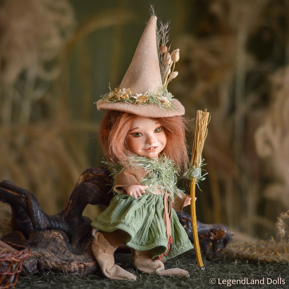 Boszorkány figura: Syrma - bájos kis boszi | LegendLand Dolls